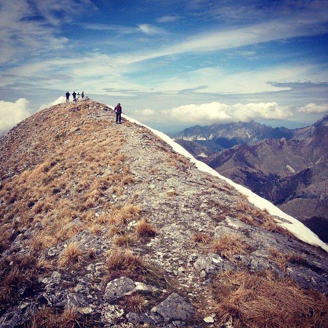 """Corchia """"sottosopra"""". Con vadoevedo fuori e dentro la montagna. La vetta 1.677 metri"""
