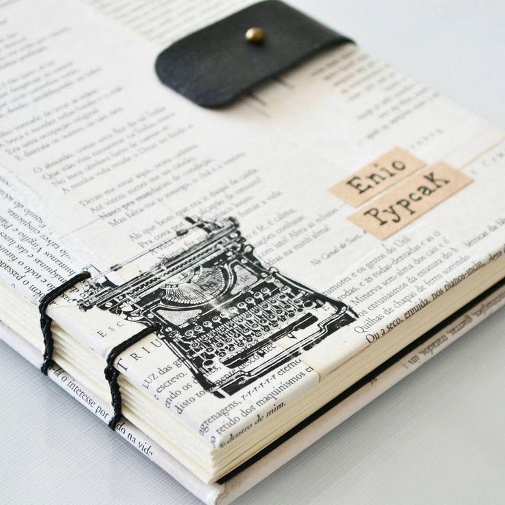 O desafio era: um caderno para presentear um poeta. Sabendo de sua admiração por Fernando Pessoa, usamos páginas antigas de seus mais clássicos poemas para compor essa capa cheia de detalhes especiais.   Resultado: amamos fazê-lo.   _  #bookbinding #monamuestudio #writer #typewriter #poetry #fernandopessoa #feitoamaonobrasil #hechoamano #handmade #handmadebooks #craft #notebook #handcrafted #encadernacao #slowdesign