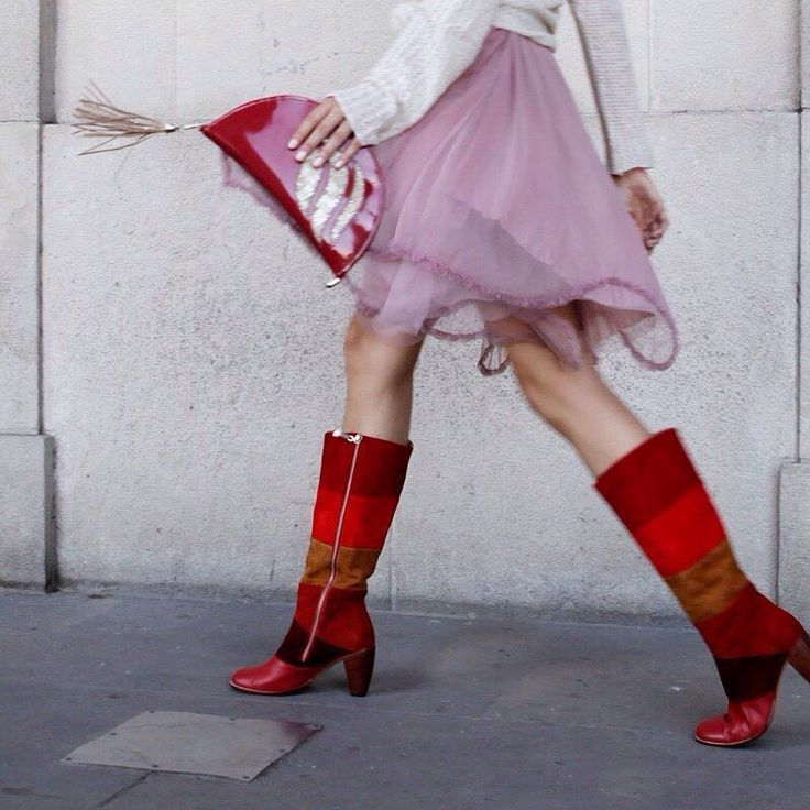 Al mal tiempo... estas botas al rojo vivo!!!  Te están llamando en #Luzprincipe! Vení ya!! Te esperamos de 10.30 a 15 hs. Con descuentos increíbles! #ChicasLP #luzprincipezapatos #SALE #rebajas #sábado #buenosaires #amamosloquehacemos #hacemosloqueamamos #rojo #botas #cañaalta