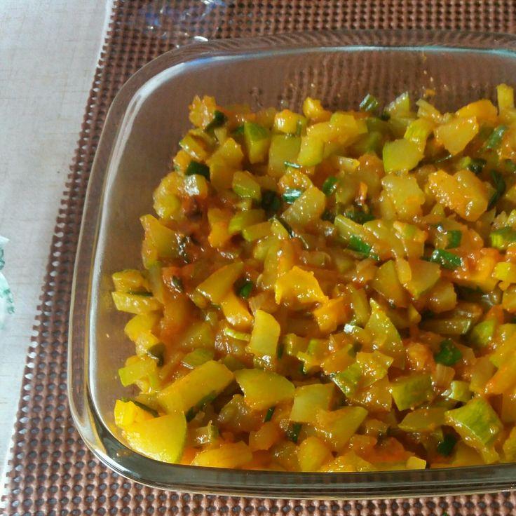 Receita de Abobrinha refogada, simples e saborosa. Enviada por Débora Cristina e demora apenas 10 minutos.