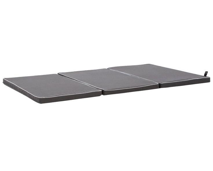HØJDE:4/12 cm LÆNGDE: 50/150 cm BREDDE: 90 cm Foldemadras som er velegnet til leg på gulvet men er også super som sengeforkorter i vores basissenge eller i vores Hang Out seng..