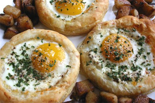 Eggs baked into puff pastry - they look so, so, sooo good! Fancy brunch here I come... #eggs