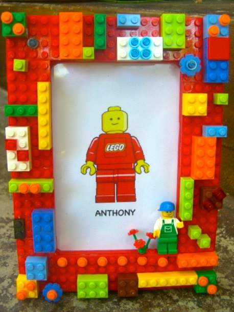 Ooh, Lego frame. Cute, good for sharing your sentiments with a fellow Lego-fan. :)