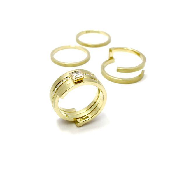 Goud - geel gouden ringen 'Drie Eenheid'. een binnenring is have gezet met briljant en de andere binnenring is gezet met een prinses geslepen diamant - Annexs juwelier goudsmid Utrecht