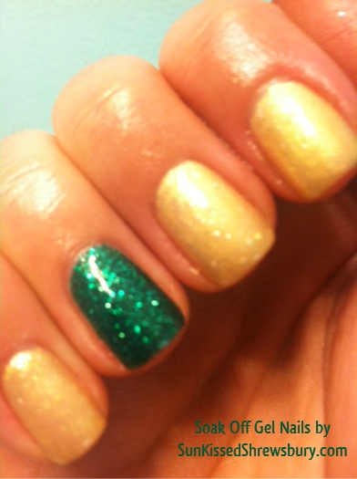 nails #accentnail #shellac #soakoffgel #shimmer #green #gold #manicure