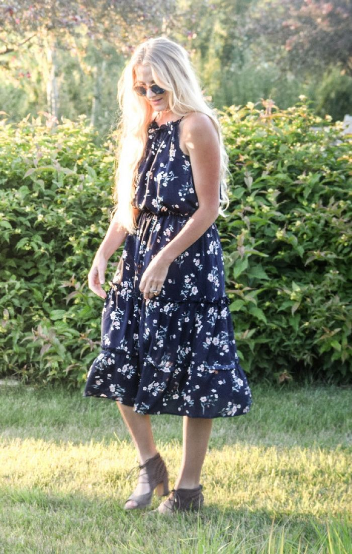 Summer Outfits // Casual outfit ideas // Summer Midi Dress // Floral Flowing Dress // Women's Summer Outfits // Summer Fashion Trends // Stylish Outfits for Moms // Summer Wardrobe // VICI Collection // Staples for Summer //