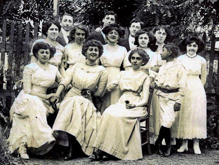 Levanten kadınlar - Levantine ladies #Moda (1920) #istanbul #istanlook
