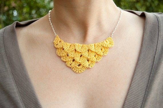Crocodile stitch as a necklace, cute!: Crochet Necklaces, Crochet Bracelets, Petals Necklaces, Metals Necklaces, Yellow Necklaces, Crocodiles Stitches, Crochet Jewelry, Necklaces Crochet, Crochet Skirts