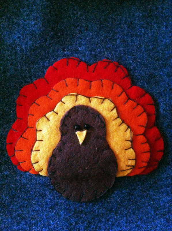 I took an online pattern of a felt turkey and sew it on some fabric bags! They serve as goodie bags for my co-workers :) #thanksgiving