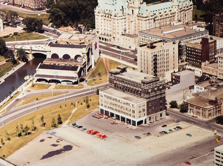 Ottawa from the Air in this photo from 1970 ca. to the left, the picture shows the back of Union Station with the tracks gone. But the building does not seem have been converted into the Conference Centre yet. In the middle is the old postal sorting centre on Besserer Street, similarly bereft of the tracks that used to bring the mail up to Back door.