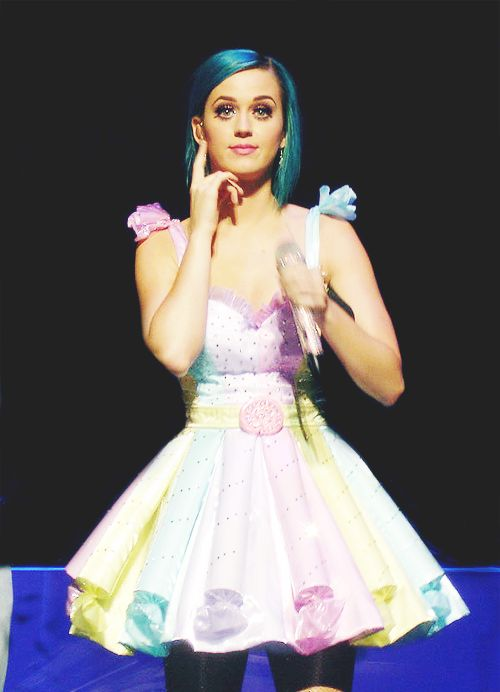 Rainbow dress & blue hair | Katy Perry | Pinterest ...