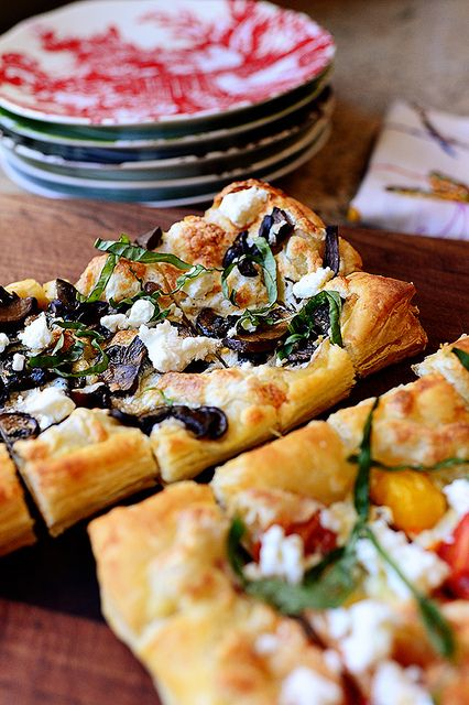 Puffed Pastry Pizzas! Perfect for any shindig (or just a regular ol' dinner.) i love you pioneer woman