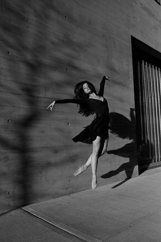 Federica Dall\\\'Orso � una giovane fotografa italiana emigrata negli States, in particolare a New York. Nella grande mela Federica svolge la professione di fotografa, con un occhio di riguardo per la fotografia�fashion, senza per� disdegnare progetti particolari, quali Street Stage: fotografie di ballerine per le strade di New York. Qui ...