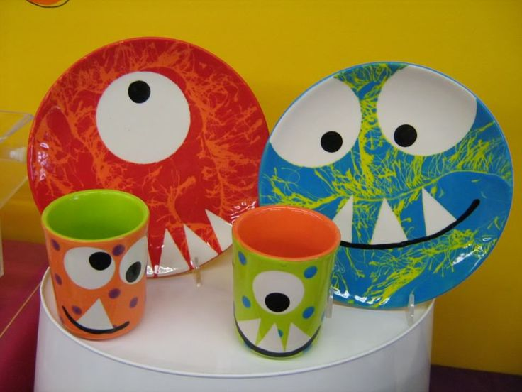 Monster mugs plates with fuzzy yarn technique - Painting ideas for pottery ...