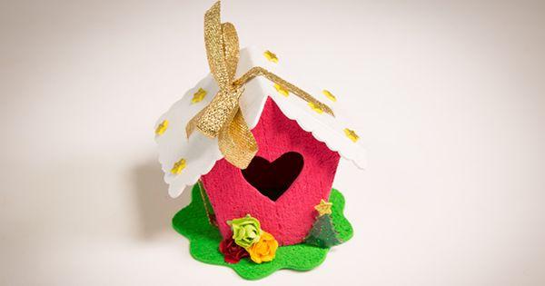 O porta bombom de EVA é uma lembrancinha que agrada pessoas de todas as idades. Além disso, esse artesanato pode ser feito em diferentes temas para combinar com as mais variadas ocasiões!
