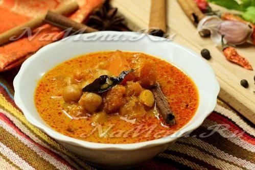 Тыквенный суп с карри и нутом на кокосовом молоке