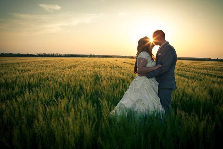 Az esküvő elmaradhatatlan része az egyedi fotózás, hiszen a nagy nap alattmindenki szeretne egy közös képet az ifjú párral. Így ezt nem árt...