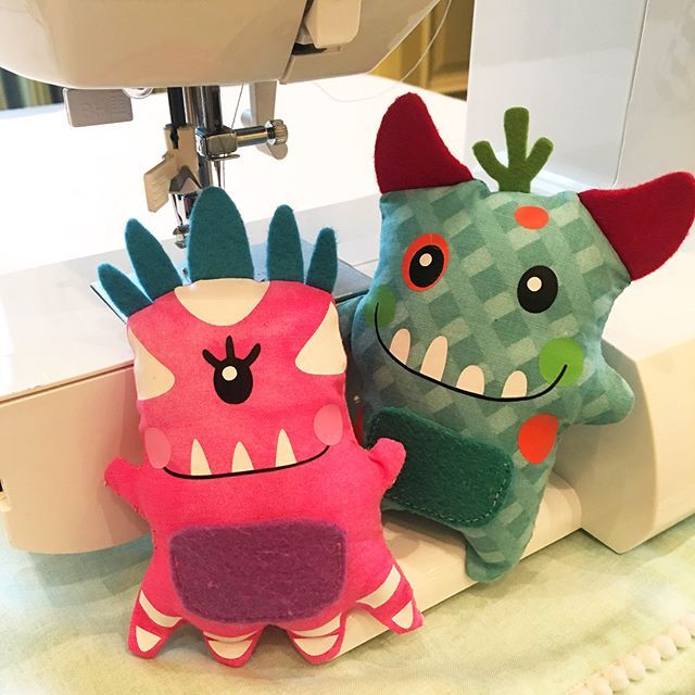 👀 LOOK at these darling happy Tooth Monster Pillows with a pockets that all fabric pieces cut with the @officialcricut Maker Machine!!! 😃 This happy guy and gal just make me SMILE!  If you don't purchase a Cricut Maker - just download the FREE Cricut Design Space App on your phone or computer to explore all the Ready to Make Projects! 👀 Look a bit closer on these guys because the faces were cut out of vinyl and then permanently ironed on the fabric!!! Brilliant eh?  I usually save the…