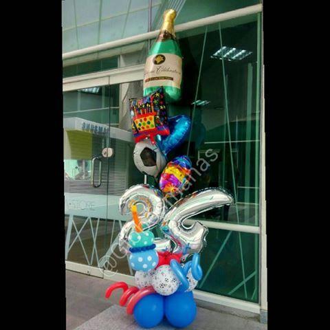 Celebrando los 24 años de #tobias 🎂🎁🎉🎈 #arreglos  #arreglosconglobos #detalles  #regalo #original #hechoenvebezuela #cumpleaños  #felicidades #dulces  #detalle  #cumple #torta  #hechoamano  #handmade #24 #24años  #globos #globosconhelio  #numero #doralzuela  #venezolanosenmiami #futbol  #copa #champagne