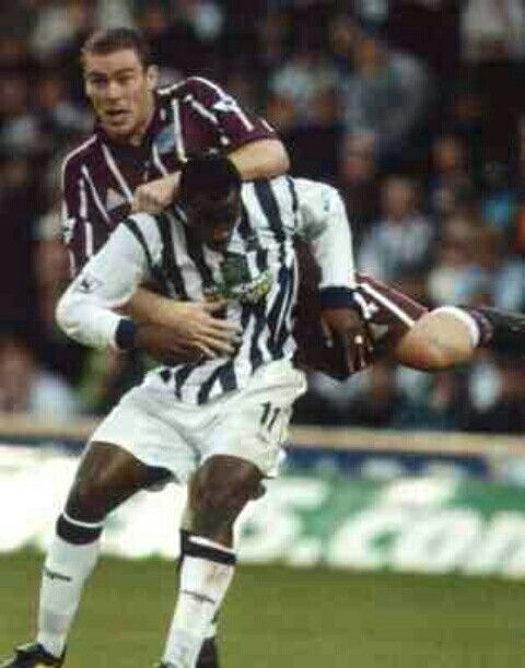 West Brom 1 Man City 2 in Nov 2002 at The Hawthorns. Richard Dunne climbs all over Jason Roberts #Prem