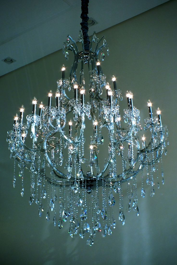 #chandelier #crystalchandelier  Lustre Linz 35 braços, fabricado pelo Mundo das Luminárias.