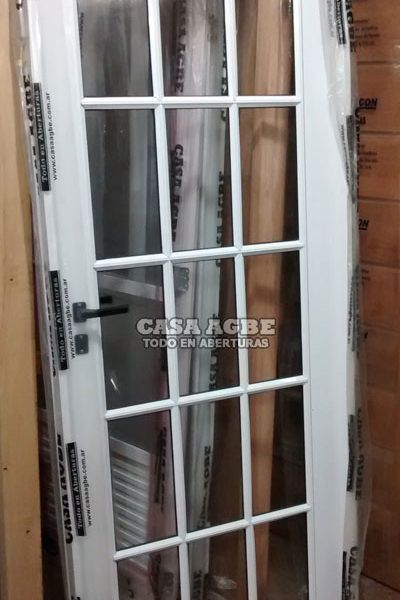 Puerta de Aluminio Blanco vidrio repartido Modelo 16