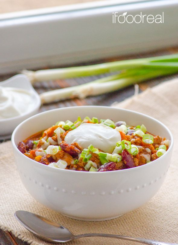 The Biggest Loser Crock Pot Turkey Chili Recipe - Clean chili recipe with ground or leftover turkey, full of veggies and is cooking while you sleep. @Olena @ i FOOD real