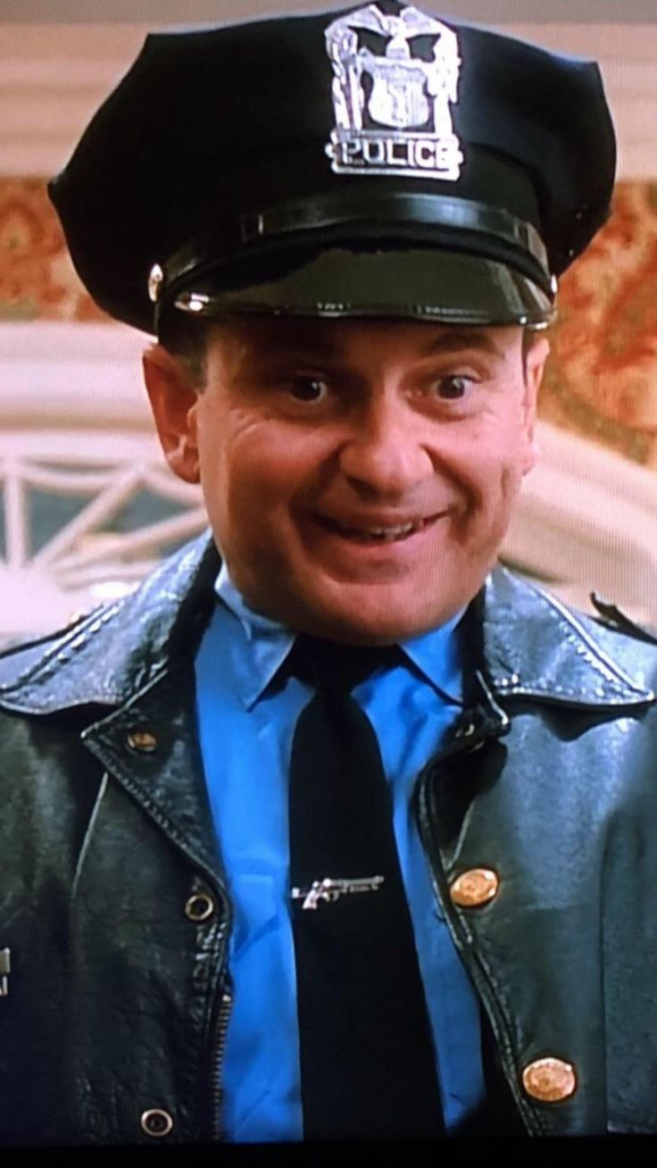Home Alone (1990) When Joe Pesci is disguised as a cop you ...