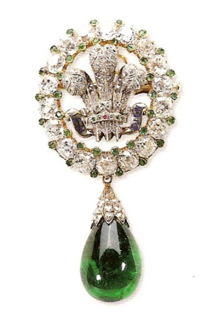 Брошь арт-деко, в стиле арабского эгрета (sarpech), была продана на аукционе Christie's в ноябре 2011 года и мы теперь знаем кто её нынешний владелец. Брошь Бристоля - свадебный подарок. Когда в 1863 году датская принцесса Александра стала женой принца Уэльского, по случаю свадьбы ей подарили замечательную брошь – с эмблемой принца Уэльского. Брошь изготовлена из белого золота с алмазами, рубинами и изумрудами. Также она имеет грушевидную подвеску-изумруд. Подарок сделали леди Бристоля.