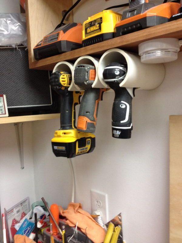 PVC Titular Taladro.  Nos cansamos de perder sus ejercicios o herramientas eléctricas en el garaje?  Tubos de PVC pueden resolver ese problema.  http://hative.com/diy-pvc-pipe-storage-ideas/