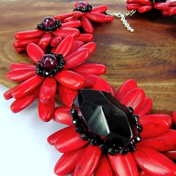 Red Water Lotus Howlite Stones Jewelry Set (Thailand) | Overstock.com Shopping - The Best Deals on Jewelry Sets
