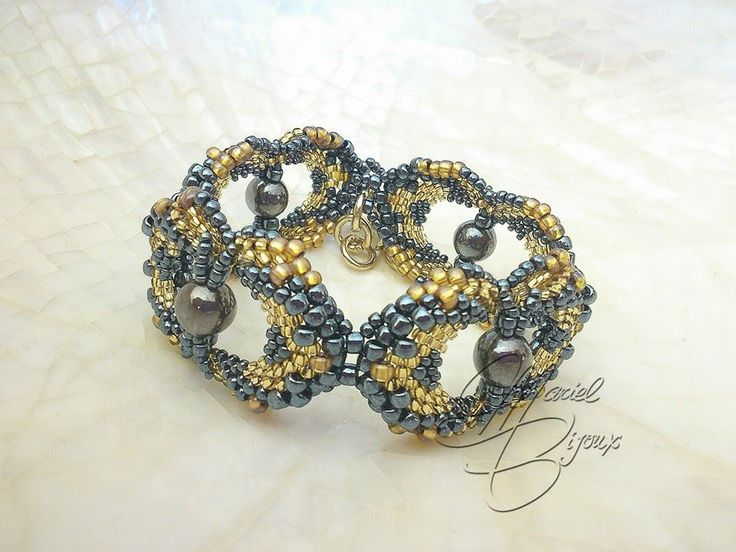 bracciale pris pattern by marielbijoux https://www.facebook.com/mari3lbijoux #peyote #seedbeads #beads #perline