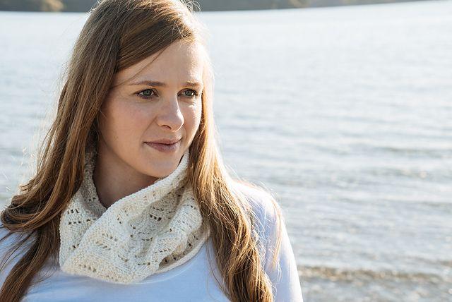 Ravelry: Celestine Cowl - Hc18 pattern by Lisa Craig