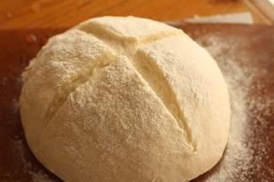 今回はクリームシチューの付け合わせのレシピや作り方をまとめてみました。クリームシチューにはパン派ですか?それともごはん派?それぞれに合う付け合わせ、時短の付け合わせ、栄養バランスを補う付け合わせをご紹介します。