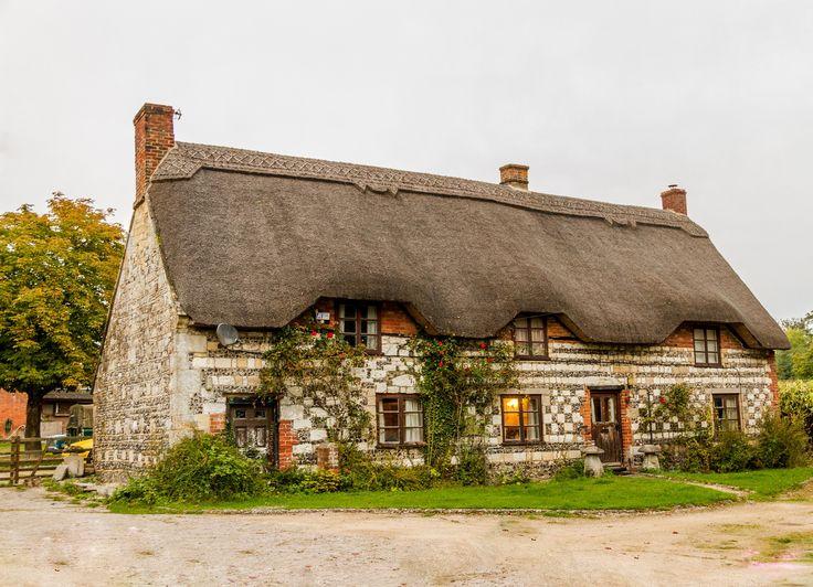Dobrá střecha je synonymem garance bezpečí a komfortu. Není však jednoduché si ji pořídit. Nehledě k finančním výdajům je třeba rovněž zvažovat mnoho dalších p