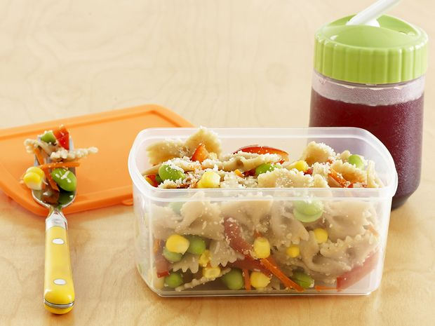 See #FNMag's healthy lunchbox ideas for the end of the school year and the start of summer camp season!: Food Network, Pasta Salad Recipes, Lunches Recipes, Butterflies Pasta, Kids Lunches, Brown Bags Lunches, Schools Lunches, Rainbows, Lunches Ideas