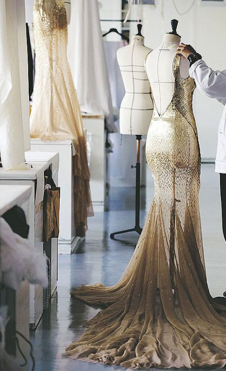 topshopped:  kingofcouture:  Dior J'adore! gown   It's so pretty omg