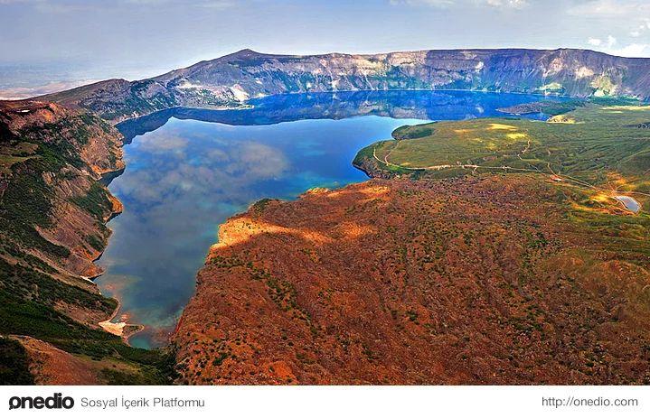 Nemrut Krater Gölü, Bitlis-Nemrut Gölü, dünyanın ikinci, Türkiye'nin en büyük krater gölü olup, adını MÖ 2100'de yaşamış Babil hükümdarı Nemrut'tan almıştır.  Yüksekliği 3050 metre olan Nemrut Dağı'nın 4. zamanda patlaması sonucu oluşmuştur. Patlamayla dağın tepe kısmında 48 km², dip kısmı 36 km² olan krater oluşmuştur.