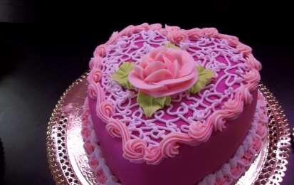 Torte nuziali a forma di cuore: le più belle per il tuo matrimonio [FOTO] - Le torte nuziali a forma di cuore più belle per il vostro matrimonio romantico possono essere semplici o elaborate, composte con ingredienti golosi.