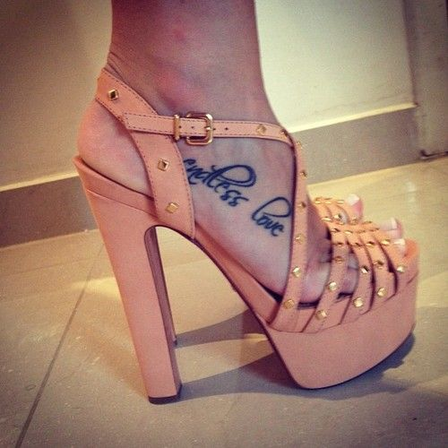 Top 10 Best Sexy Body Art Designs and Tattoos for Women: Endless Love Foot Tattoo