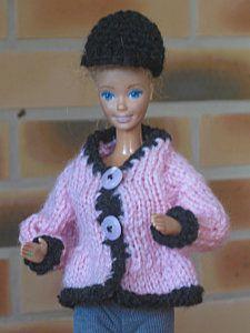 Bonjour à toutes, comme promis je vous mets les tutos pour la tenue d'équitation de Barbie Tout d'abord la bombe se tricote comme la casquette de la tenue de sport, on part de 4m chainette fermées par une maille coulée et on tricote en spirale tout autour...