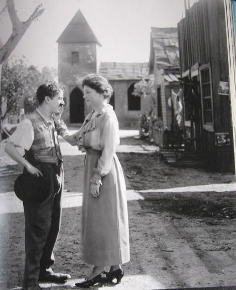 Charlie Chaplin and Helen Keller. Seriously one of the coolest photos EVER