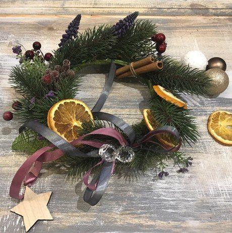 Рождественские венки, цветочные композиции и альтернатива классической елке
