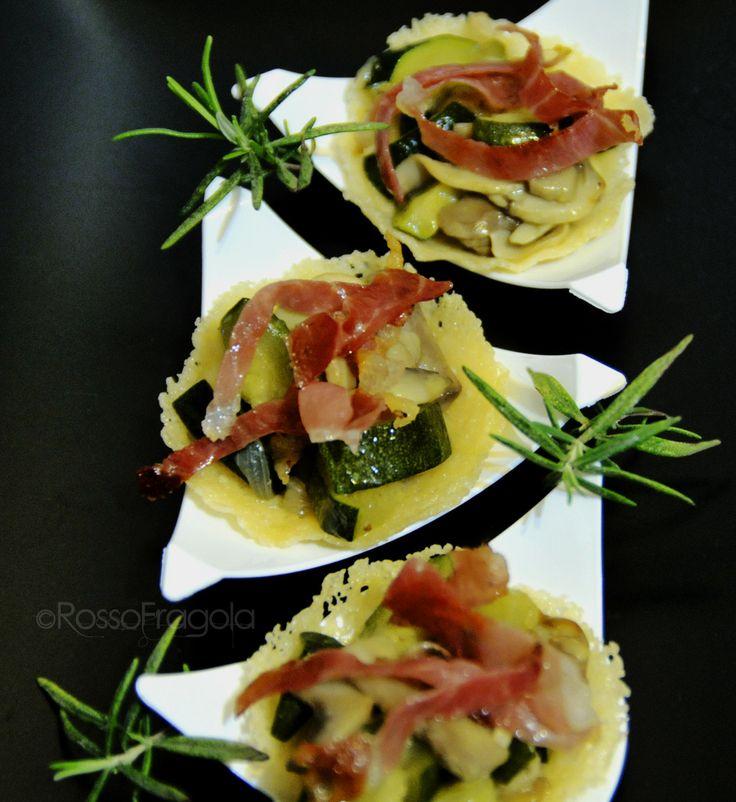 Cestini mignon con verdure e speck croccante - Rosso Fragola http://blog.giallozafferano.it/myrossofragola/cestini-mignon-con-verdure-e-speck/