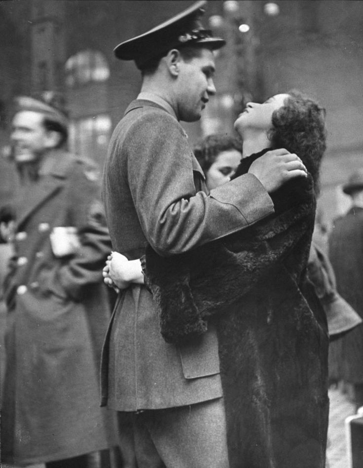 Photos capture the sadness and tenderness of lovers bidding farewell at New York's old Penn Station, at the height of World War II.