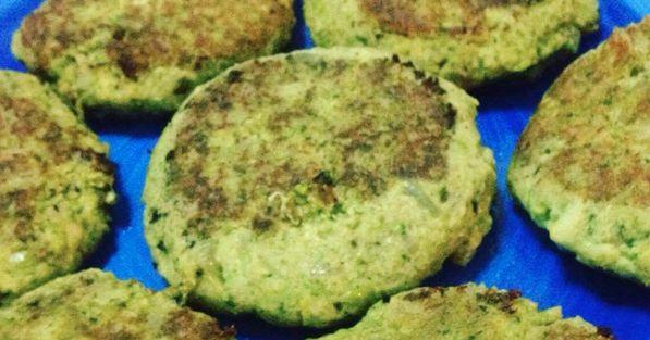 HAMBURGUESA BRÓCOLI + HABAS  sin Huevo, sin gluten, sin lácteos      INGREDIENTES  2 tazas de habas peladas  1/2 brócoli (cerca de 7 onza...