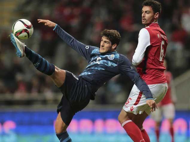 FC Porto Noticias: Gonçalo Paciência: a sombra do pai atrapalha mais ...
