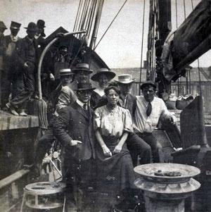 James Hopper, Charmian London, George Sterling e Jack London a bordo dello Snark