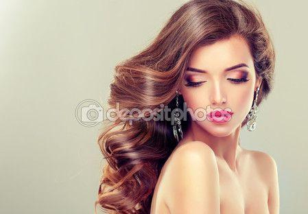 Mulher com cabelo longo saudável — Imagem de Stock #109011052