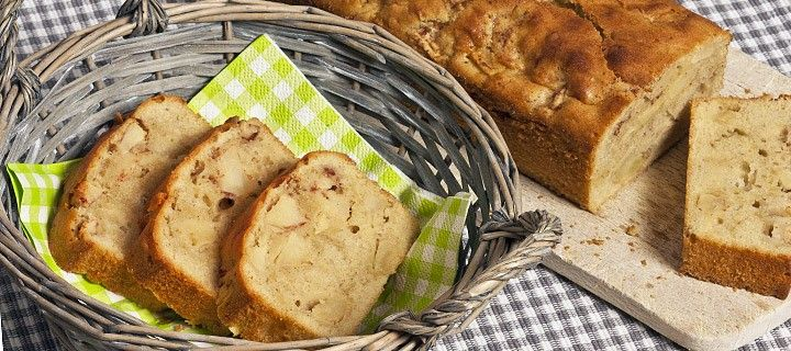 Makkelijk recept voor heerlijke stevige cake met stukjes appel en kaneel